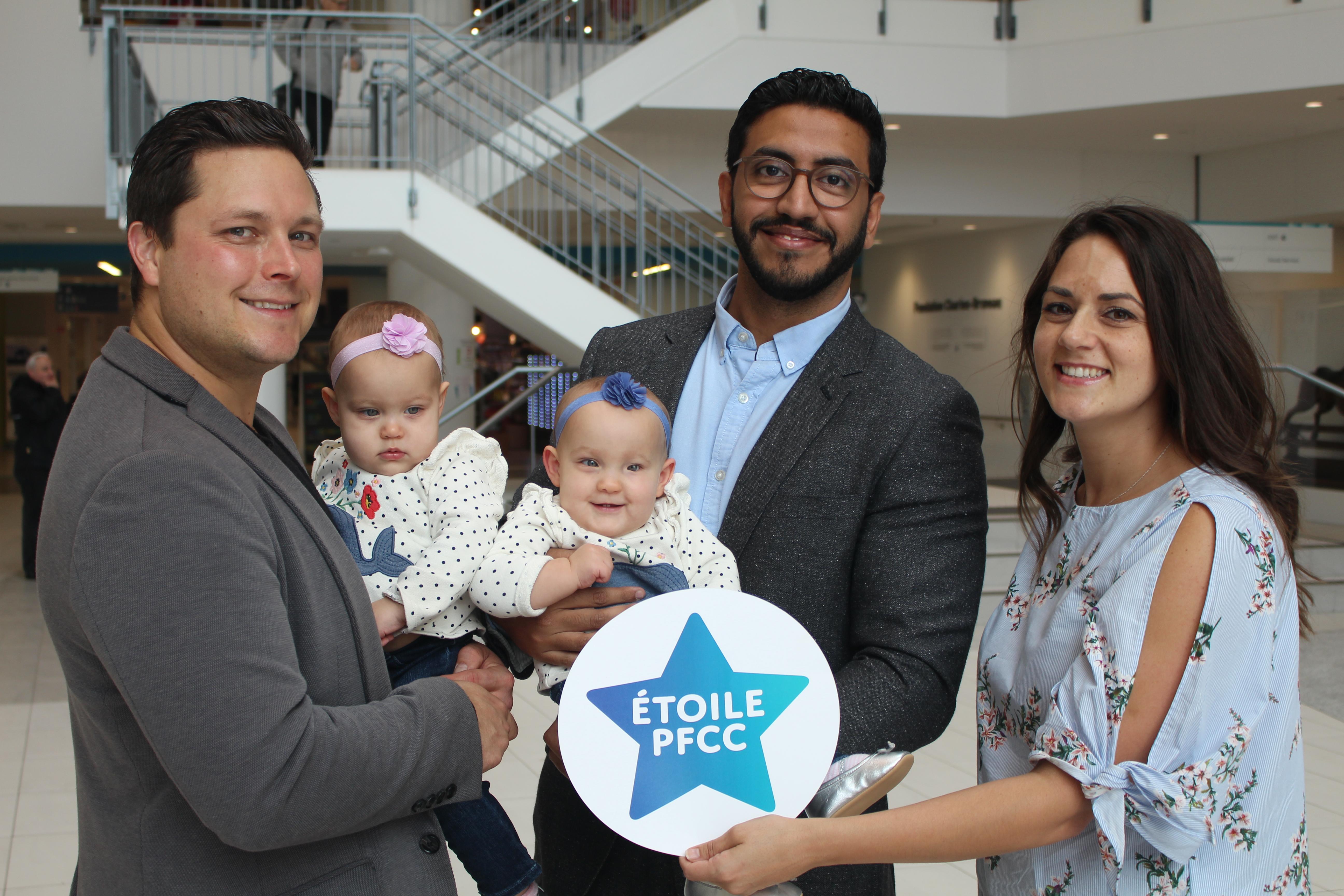 Joelle et Craig, les parents des jumelles Evelyne et Chloe et le Dr Abdulrahman Althubaiti
