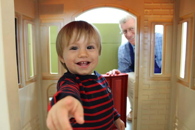 Baby cuddler volunteer montreal
